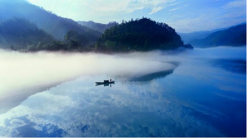 心灵之旅品牌系列湖光山色丹霞飞天山+中国银都+东江湖2日游