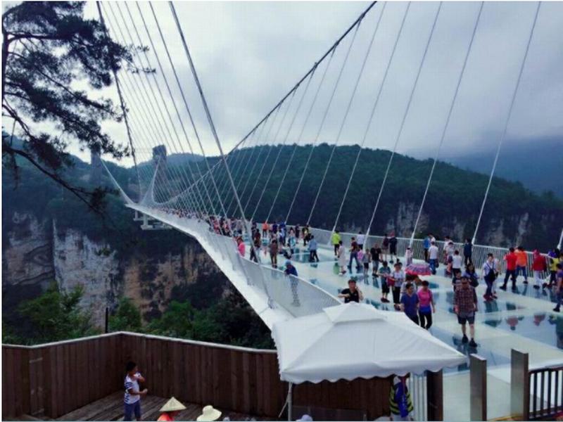 张家界大峡谷玻璃桥+天门山玻璃栈道+宝峰湖+黄龙洞+溪布街双玻之恋3日游